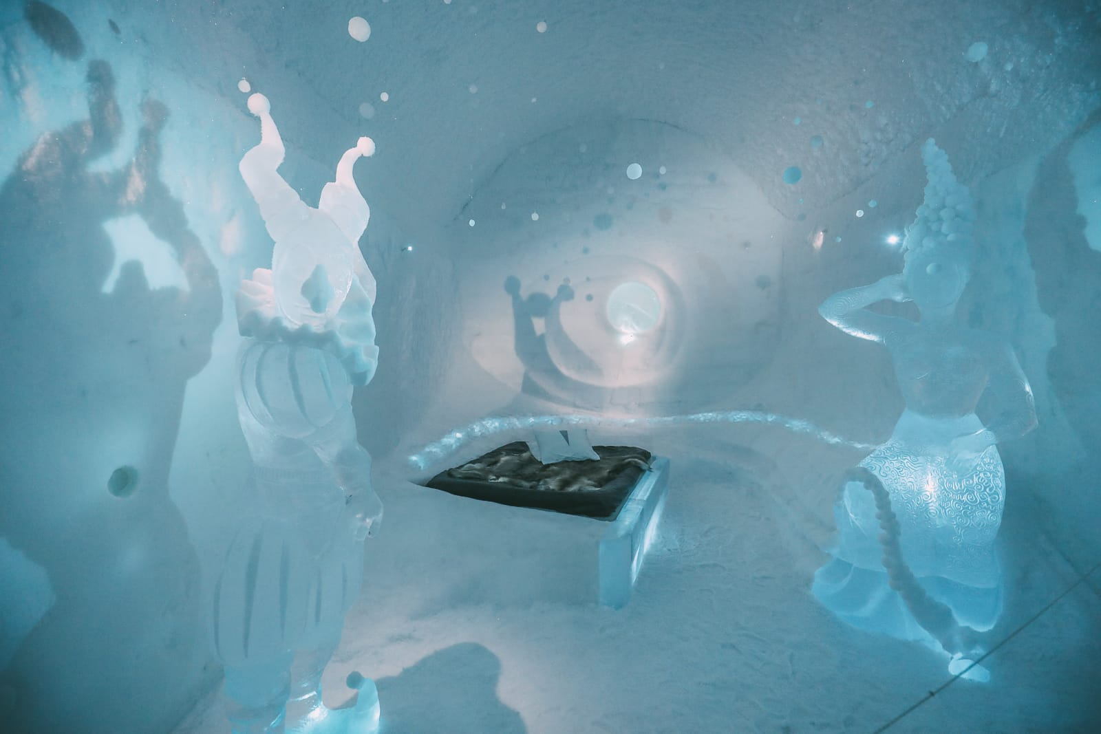 Here's What The ICEHOTEL Looks Like Inside (8)