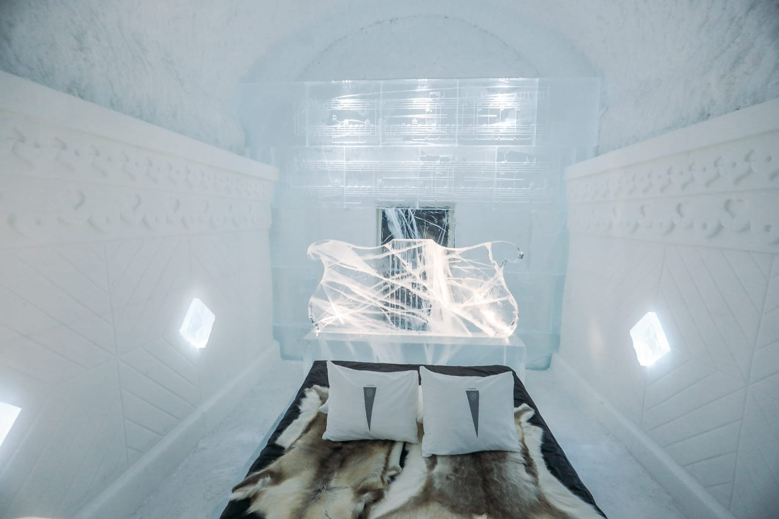 Here's What The ICEHOTEL Looks Like Inside (20)