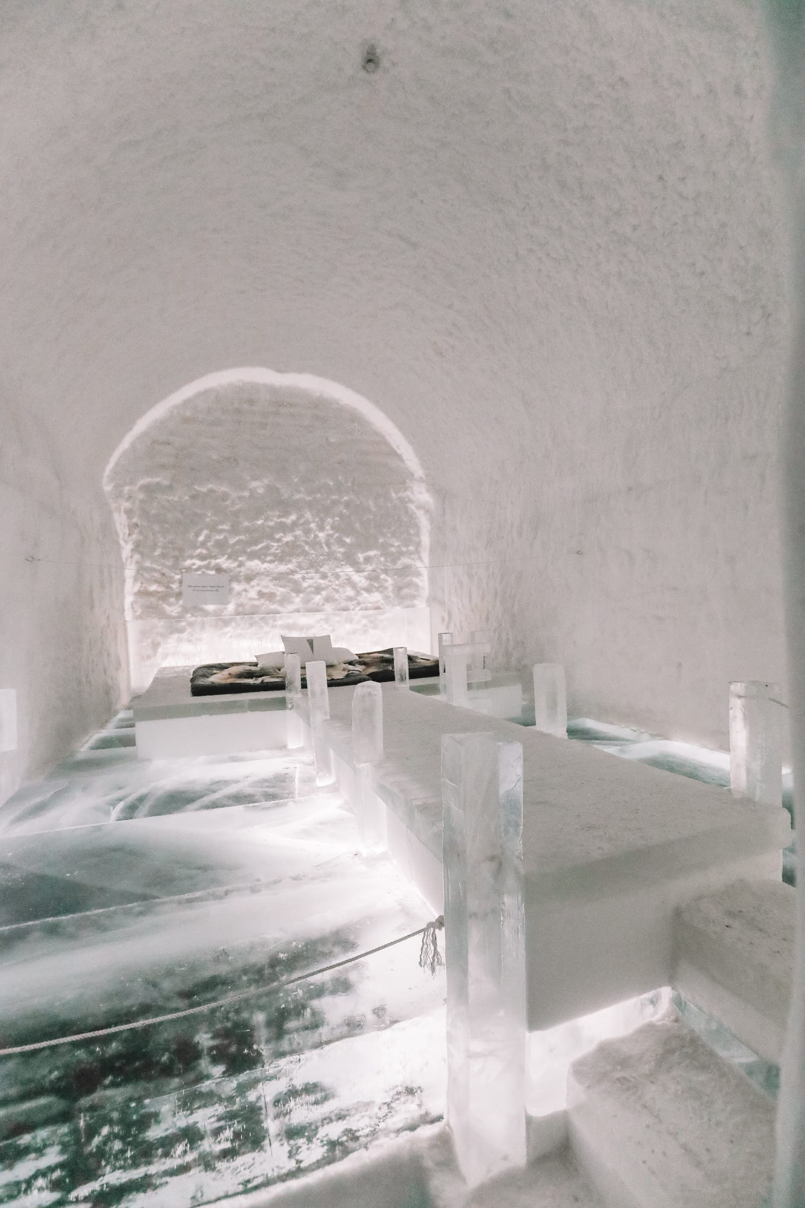 Here's What The ICEHOTEL Looks Like Inside (21)