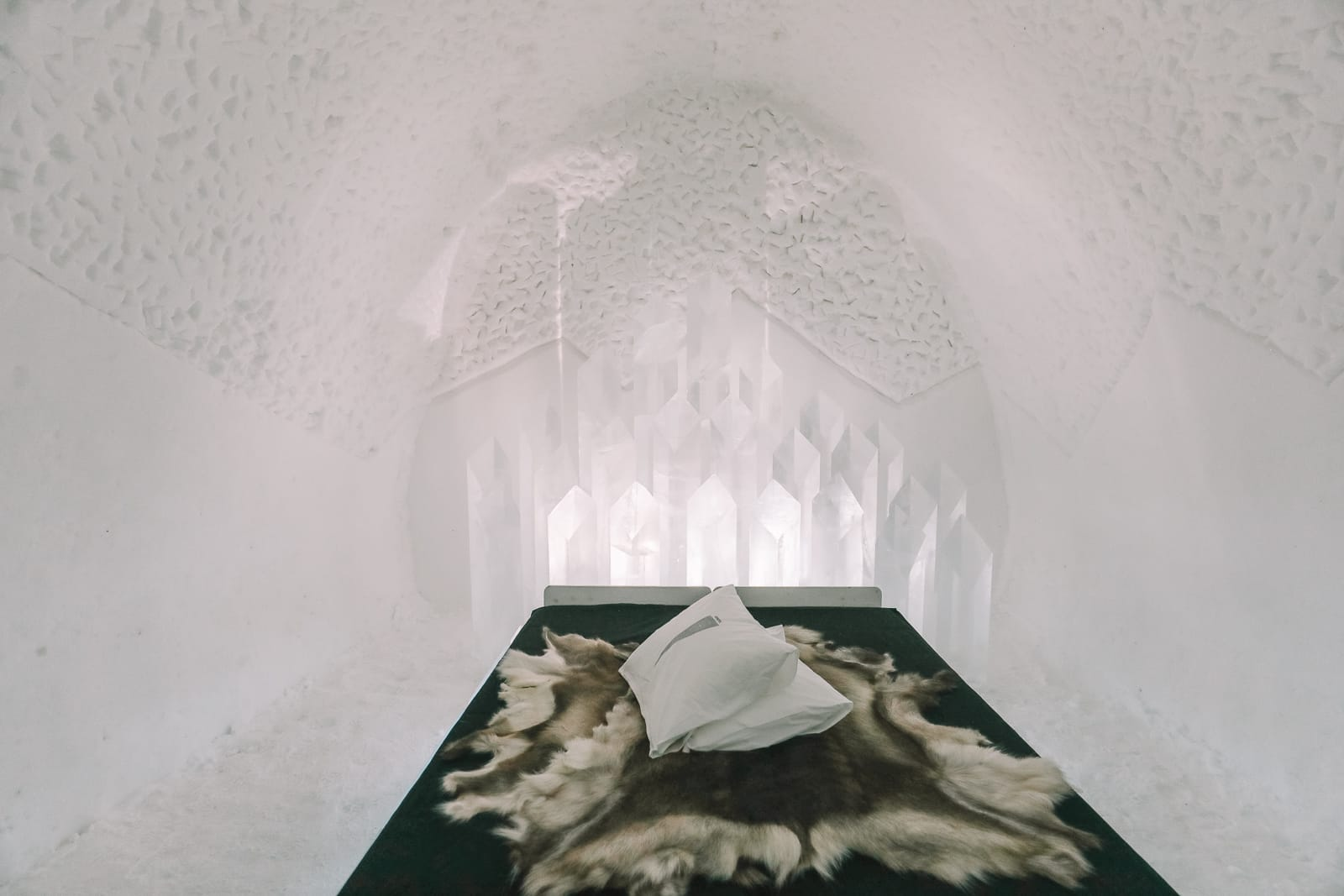 Here's What The ICEHOTEL Looks Like Inside (49)