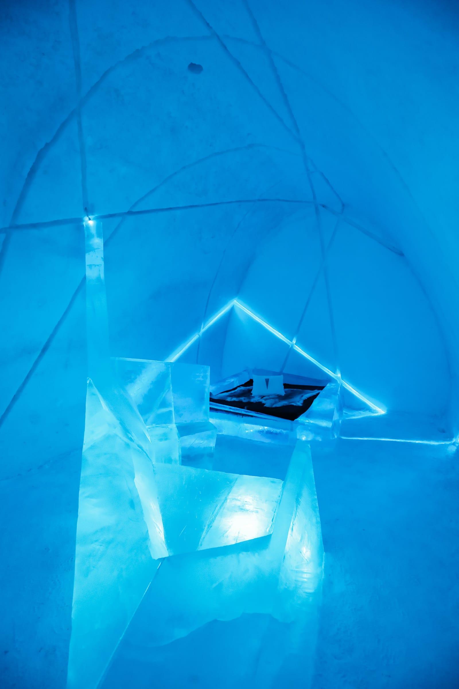 Here's What The ICEHOTEL Looks Like Inside (51)