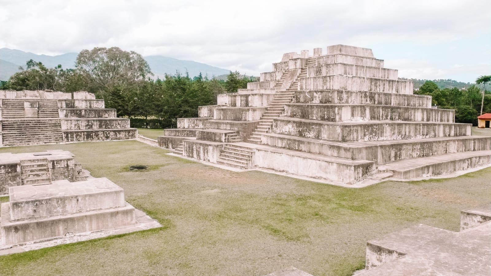 Guatemala Travel: 13 Amazing Mayan Ruins You HAVE To Visit! (17)