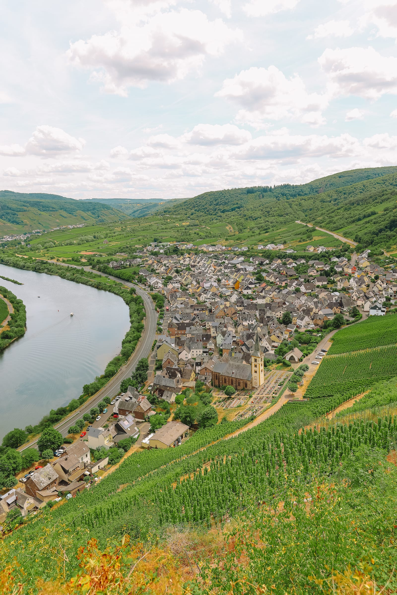 The Incredible Moselle Loop And Beautiful Town Of Bernkastel Kues In Germany (8)